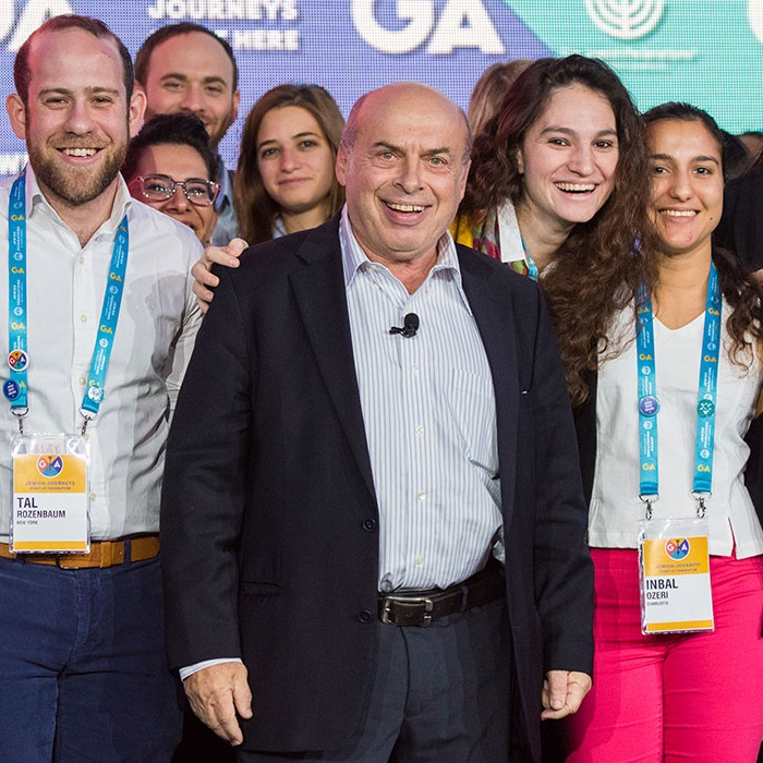 2020 Genesis Prize Laureate Natan Sharansky with young adults at the 2016 Jewish Federations of North America General Assembly